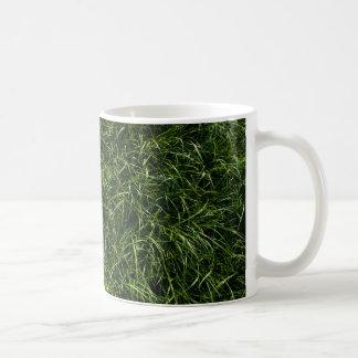 La hierba es siempre una taza de café más verde