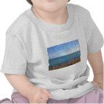 La hierba y el mar hermosos camisetas
