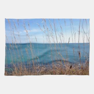 La hierba y el mar hermosos toalla