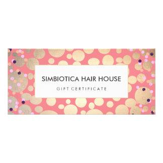 La hoja de oro circunda rosa del vale del confeti tarjeta publicitaria a todo color