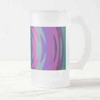 La hoja de sierra azul rosada púrpura ondula ondas tazas de café