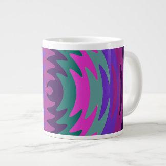 La hoja de sierra azul rosada púrpura ondula ondas taza jumbo