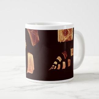 La hoja realista tiene gusto taza de café grande