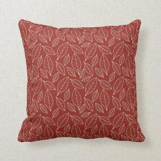 La hoja roja del otoño de la caída sale del modelo almohadas