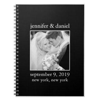 La huésped blanco y negro elegante del boda firma libro de apuntes con espiral