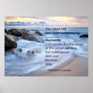 La humanidad es un océano - cita de Mahatma Gandhi Póster