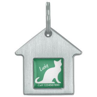 La identificación del cuello del gato marca con et placas de mascota