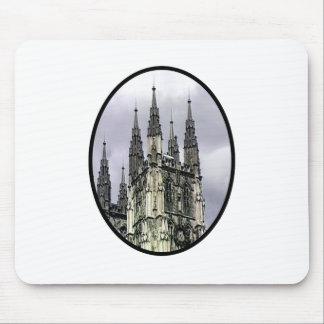 La iglesia de Inglaterra Cantorbery tuerce en espi Tapetes De Raton