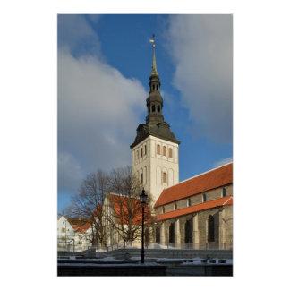 La iglesia de San Nicolás, Tallinn, Estonia Perfect Poster