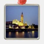 La iglesia de Sant'Anastasia en Verona, Italia Adorno Cuadrado Plateado