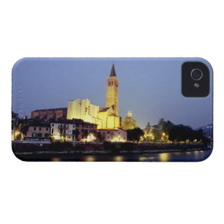 La iglesia de Sant'Anastasia en Verona, Italia iPhone 4 Case-Mate Carcasas