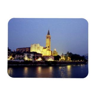 La iglesia de Sant'Anastasia en Verona, Italia Imán Rectangular