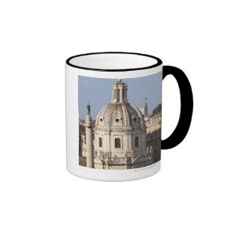 La iglesia de Santissimo Nome di Maria y Taza De Dos Colores