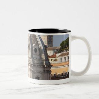 La iglesia de Santissimo Nome di Maria y Taza De Dos Tonos