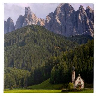 La iglesia sola aislada hermosa llamó Rainui 2 Teja