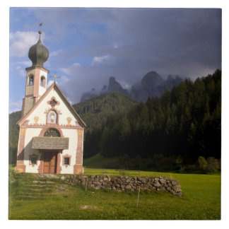La iglesia sola aislada hermosa llamó Rainui Teja Ceramica