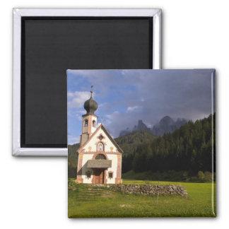 La iglesia sola aislada hermosa llamó Rainui Imán Cuadrado