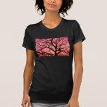La igualación se ruboriza silueta del árbol camiseta