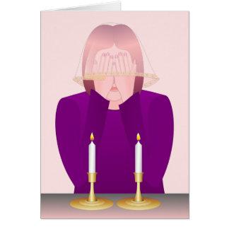 La iluminación Shabbat mira al trasluz la tarjeta