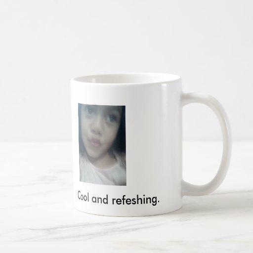 La imagen 035, se refresca y refeshing. taza básica blanca
