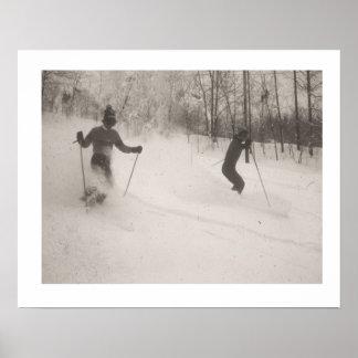 La imagen del esquí del vintage, polvo es maravill póster