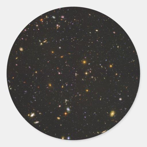 La imagen ultra profunda del espacio del campo de pegatina redonda