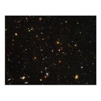 La imagen ultra profunda del espacio del campo de tarjetas postales