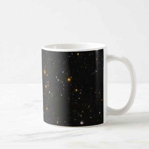 La imagen ultra profunda del espacio del campo de  taza de café