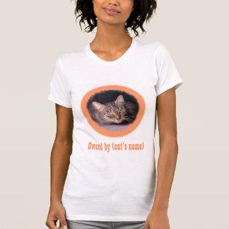 La imagen y el nombre de su gato en esto camiseta