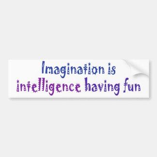 La imaginación es inteligencia que se divierte etiqueta de parachoque