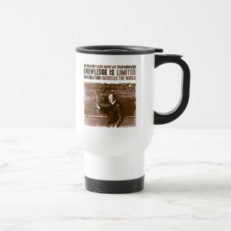 La imaginación es más importante que conocimiento taza de café