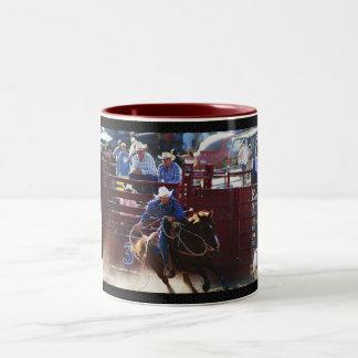 la impresión apretada del corte del rodeo deslumbr tazas de café