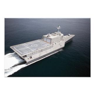 La independencia litoral de la nave de combate cojinete