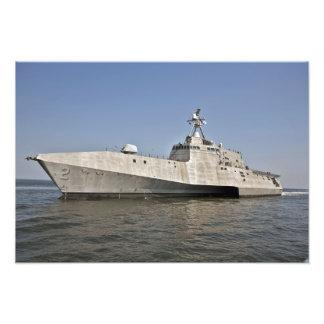 La independencia litoral de la nave de combate en  impresion fotografica