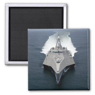 La independencia litoral de la nave de combate imán cuadrado