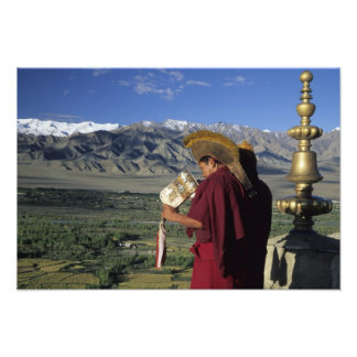 La India, Ladakh, Thikse. Soplos del monje budista Fotografía