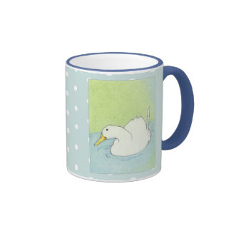 La inmersión del pato puntea la taza