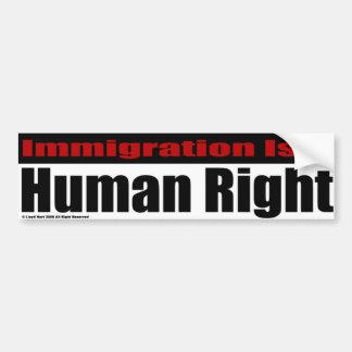 La inmigración es un derecho humano pegatina para auto
