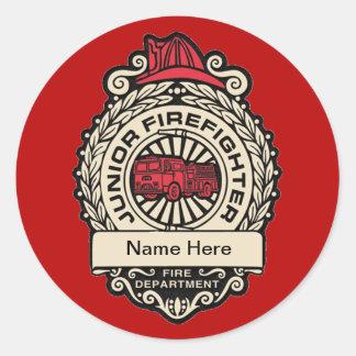 La insignia del bombero menor pegatina redonda