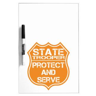 La insignia del soldado de caballería estatal prot tableros blancos