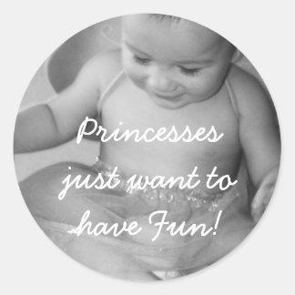 ¡la insignia Princessesjust quiere divertirse! Pegatina Redonda