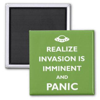 La invasión es inminente imán cuadrado