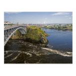 La inversión cae en el río de St. John en el St. Postal