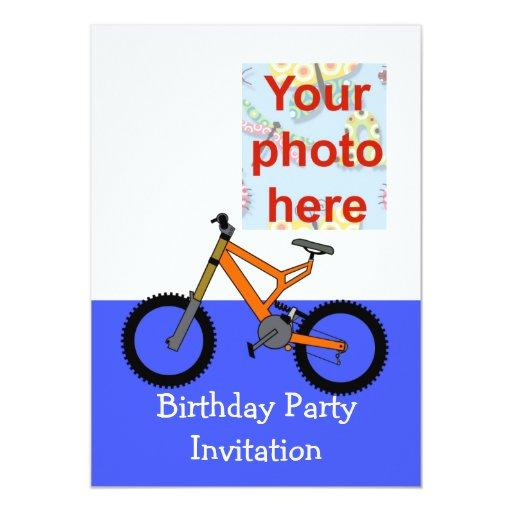 La invitación de la fiesta de cumpleaños con la