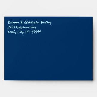 La invitación de los azules marinos envuelve el da sobres