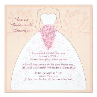 La invitación del vestido (del boda)