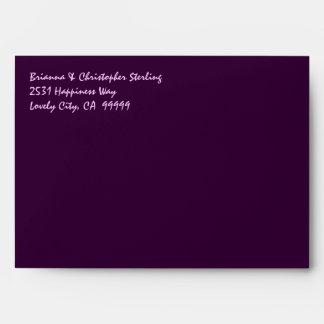 La invitación púrpura de la berenjena envuelve el