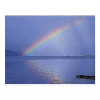 La isla de reflexiona sobre el arco iris tarjetas postales
