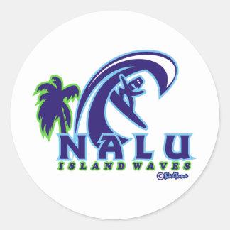 La isla NALU01 agita el producto Pegatina Redonda