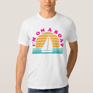 La isla sola en un barco camisas